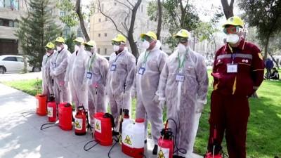 Azerbaycan'da sokaklar dezenfekte ediliyor