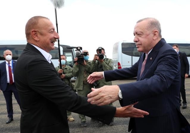 Son dakika haber... Cumhurbaşkanı Erdoğan, Fuzuli'de Aliyev tarafından karşılandı