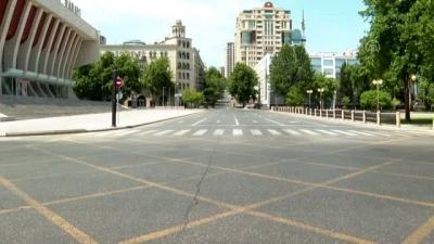 Bakü sokakları Kovid-19 tedbirleri nedeniyle sessizliğe büründü