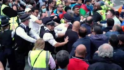 Londra'da yaşayan Azerbaycanlılardan Ermenistan protestosu - Ermeniler, Azerbaycanlı göstericilere saldırdı